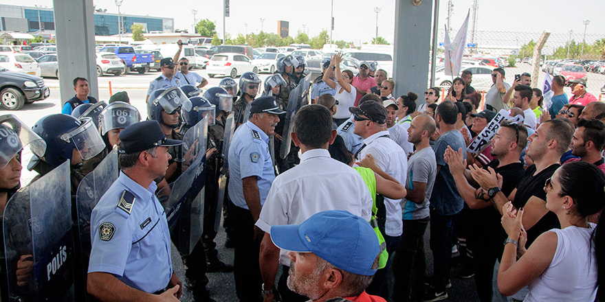 CAS çalışanları Başbakanlık önündeki eylemini sonlandırdı