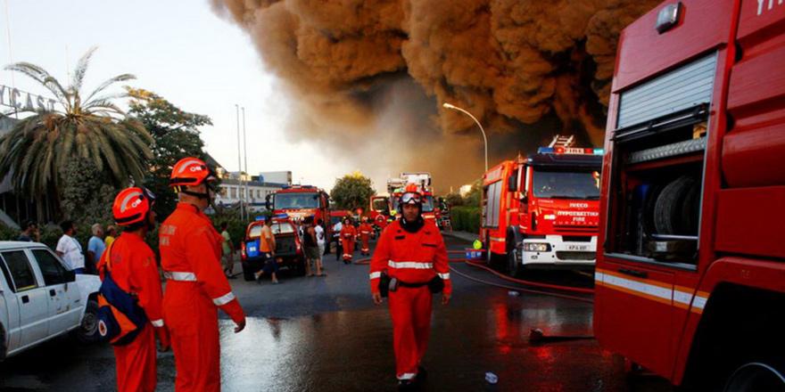 Galerideki arabalar ateşe verildi