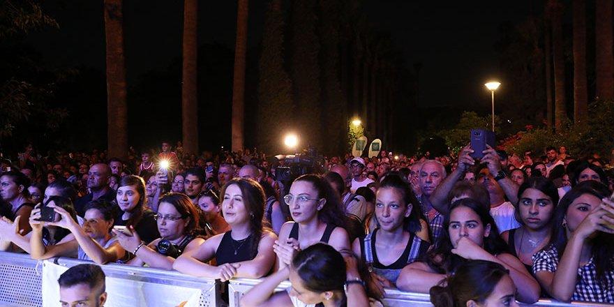 Şarkılar Yunanistan yangın mağdurlarına