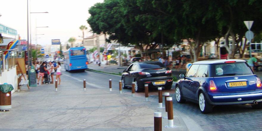 Kıbrıs'ın güneyinde araç kayıtları arttı