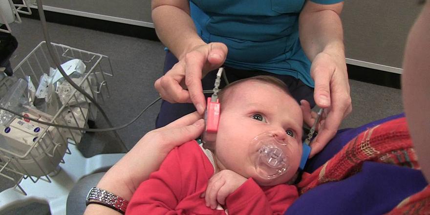 Devlet Hastanesi'nde biyonik kulak ameliyatları yapılıyor