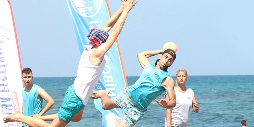 Hentbolcuların plaj bayramı