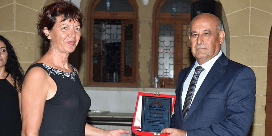 Işık Kitap Fuarı Onur Ödülü Ahmet Y. Benli'nin
