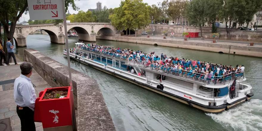 Paris'te sokak pisuvarı protestosu