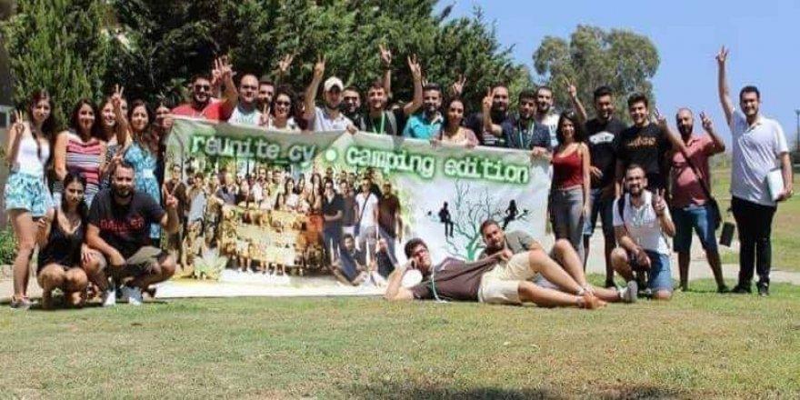 İki toplumun gençleri Larnaka kampında buluştu