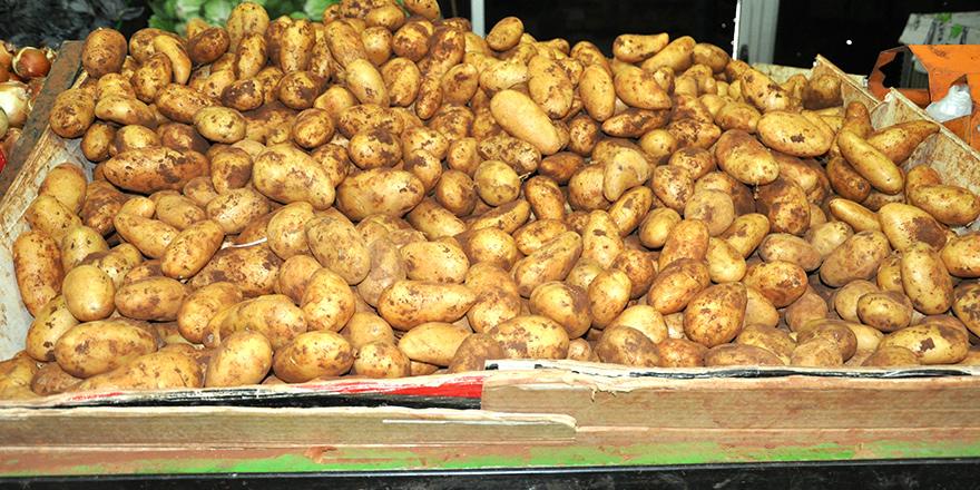 Patates toprakta 4.80, tüccarda 6,  markette 7.45 TL