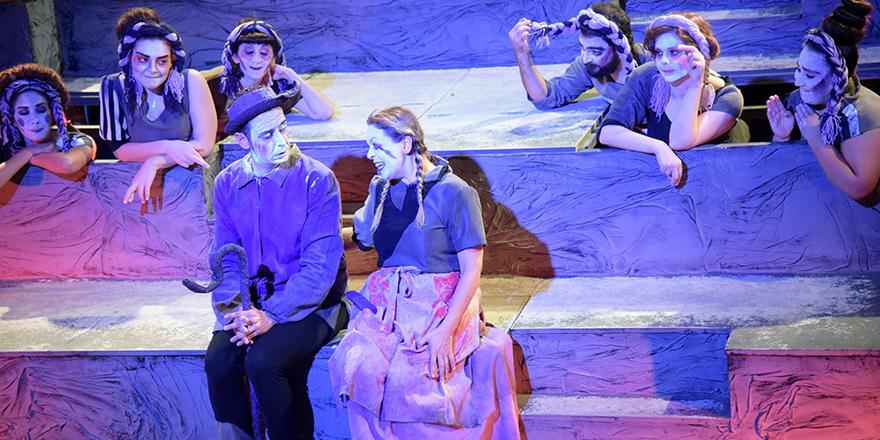 """Tiyatro Festivali  """"Hayalet Kumpanya"""" ile başladı"""