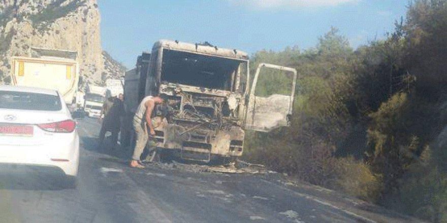Dağyolu'nda kamyon yandı