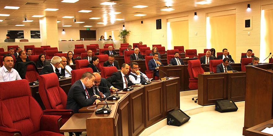 Meclis'te tatile rağmen yoğun mesai