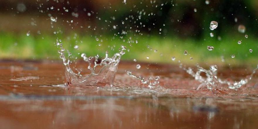Yağışlı hava Larnaka ve Baf'ta etkili oldu