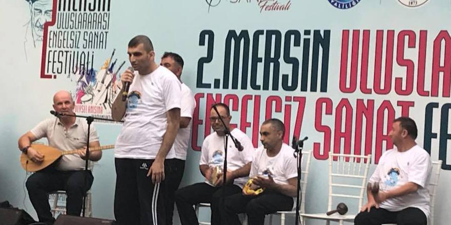 'Engelsiz Işıklar Ritim Grubu' festivale katıldı