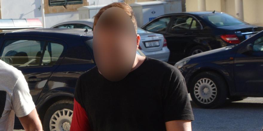 Hırsızlık iddiasıyla bir Kıbrıslı Rum tutuklandı, 2'si aranıyor