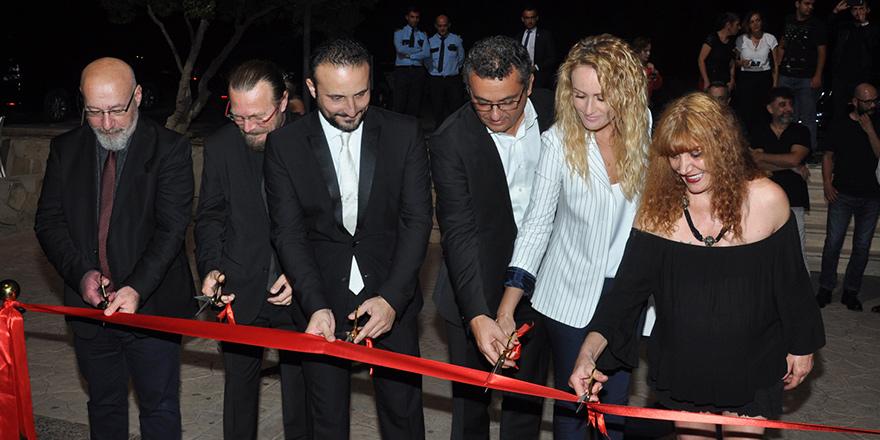 """Feryal Sükan'ın """"Retrospektif"""" sergisi açıldı"""