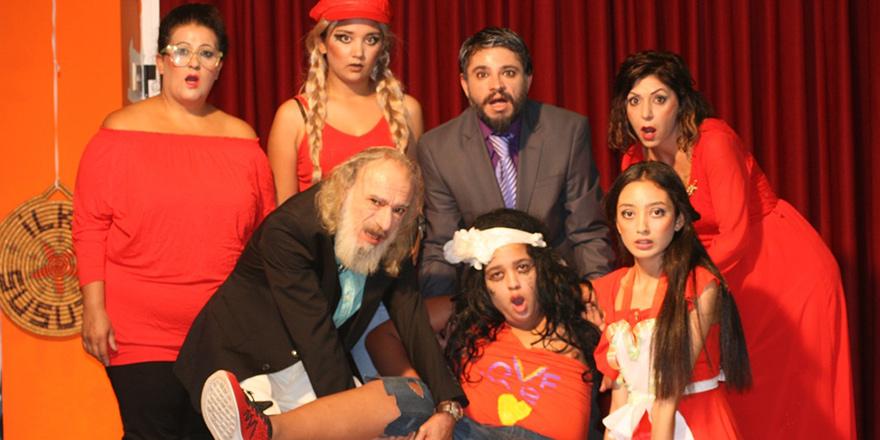 Mağusa Belediye Tiyatrosu perdelerini açıyor