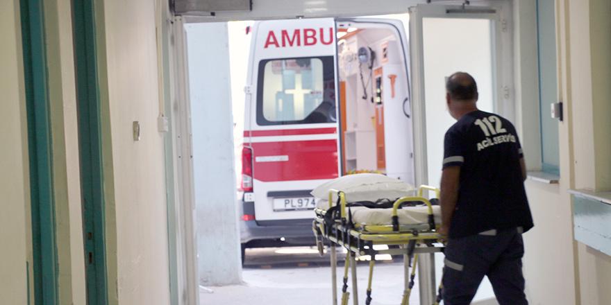 Yeşilyurt'ta bir araba yayaya çarptı