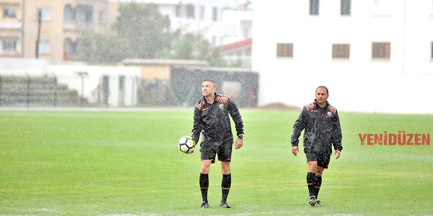 Yenilgisizlere yağış engeli