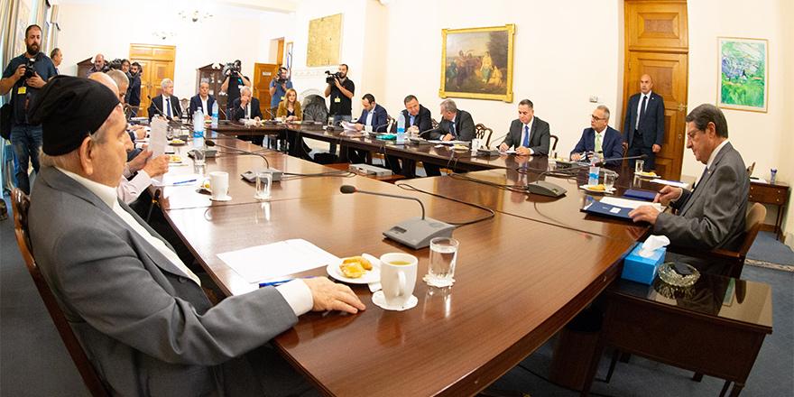 Anastasiadis, Ulusal Konseyi bilgilendirecek