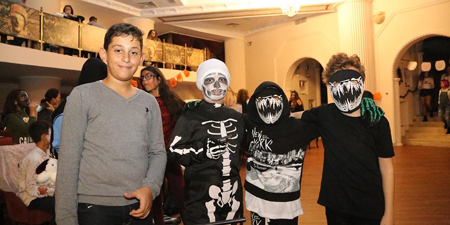 Öğrencilerden, Cadılar Bayramı partisi