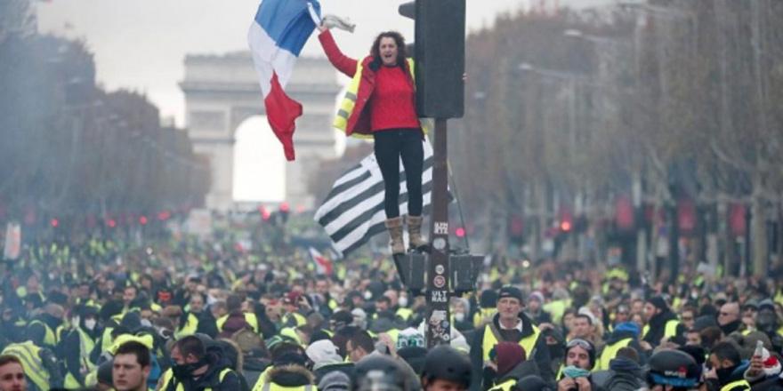 Paris'te 9. hafta: Sarı Yelekler'e müdahale, 53 gözaltı