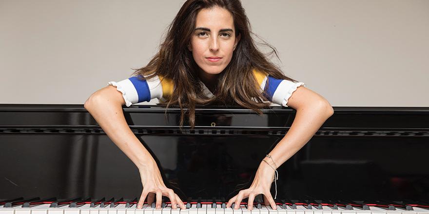 Rock müzikle klasik müziği birleştiren piyanist Ayşe Deniz Gökçin