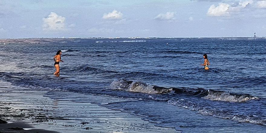 Aralık ayında Larnaka'da 'plajda'