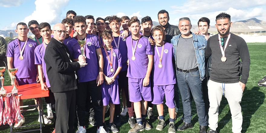 Şampiyon Sedat Simavi