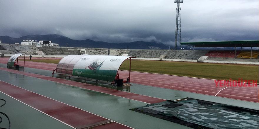 Futbola yağış engeli