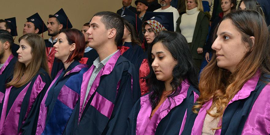 YDÜ Sağlık Bilimleri Fakültesi yeni mezunlarını verdi