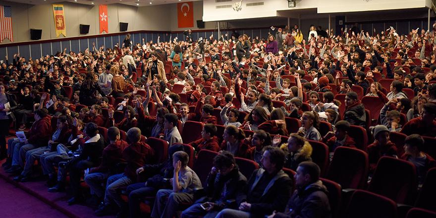 """""""Peter ve Kurt"""" Girne'deki öğrenciler için sahnelendi"""
