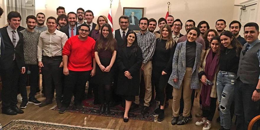 Başbakan, İngiltere'de gençlerimizle buluştu