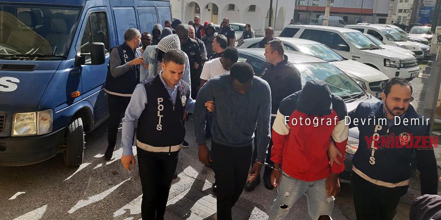 Cinayette 12 tutuklu, 3 itiraf