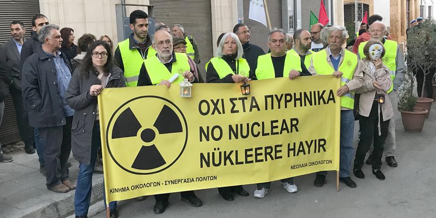 Lokmacı'daki ara bölgede iki toplumlu 'Nükleer Karşıtı Eylem' yapıldı