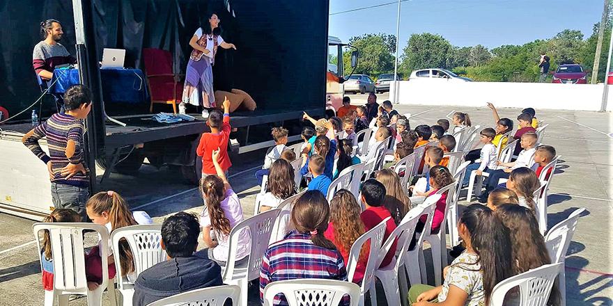 Gezici Tiyatro, Sipahi Köyü'nde perdelerini çocuklar için açtı