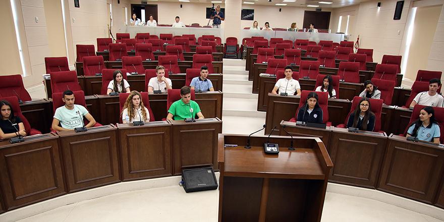 Gençler mecliste: Yıkıcı değil yapıcı olmalıyız