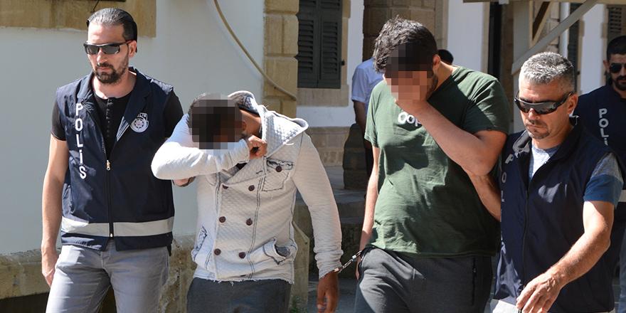 3 genç uyuşturucu ile yakalandı
