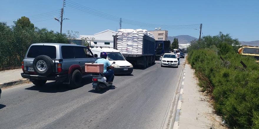 Sanayi girişinde kaza, trafik felç!