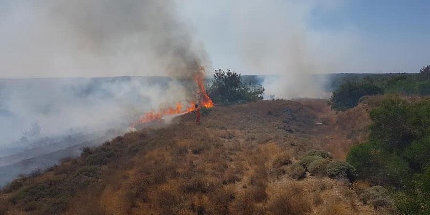 Akdeniz köyünde ova yangını