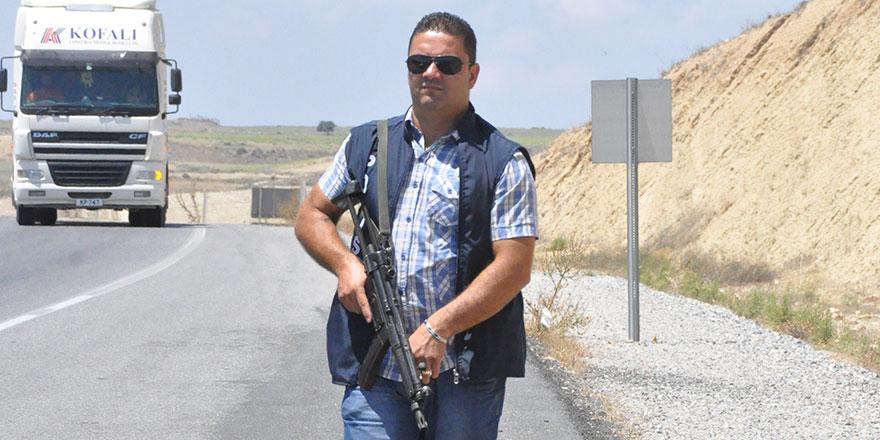 Girne'de Senak Kuyumcu'yu soyan iki İranlı soyguncunun, elini kolunu sallayarak Ercan Havalanı'ndan ülkeyi terk etmesi, 'iç güvenlik tartışması' ile birlikte aydınlatılmayan olayları da yeniden gündeme taşıdı.