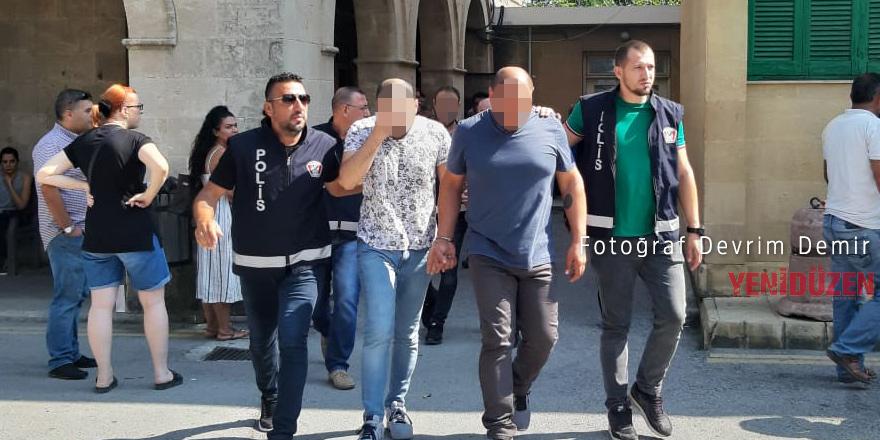 Polisle birlikte 2 kişi tutuklandı
