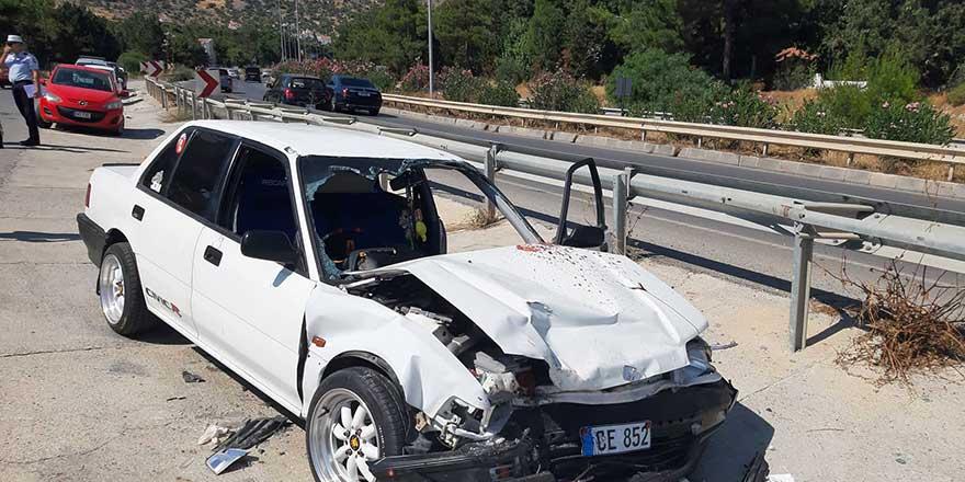İki araç yüz yüze çarpıştı: 1'i ağır 3 yaralı