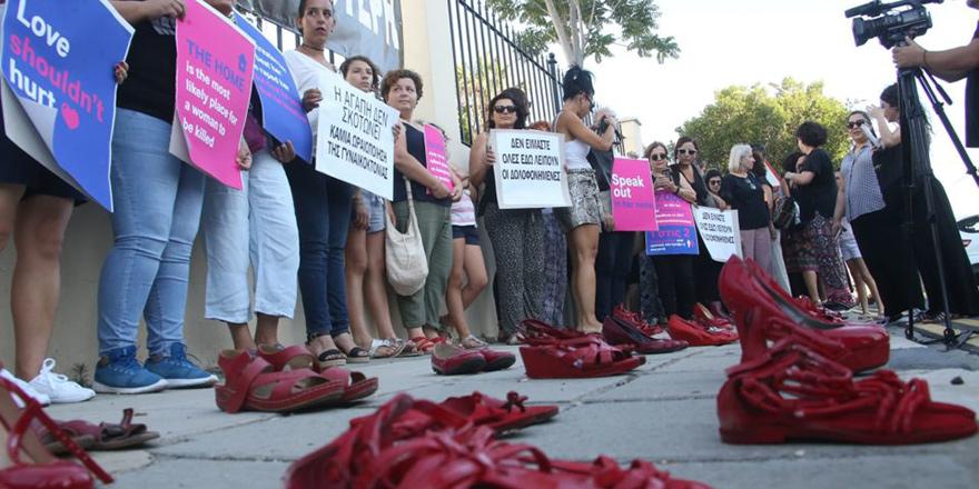 Öldürülen her kadın için 'kırmızı pabuç'