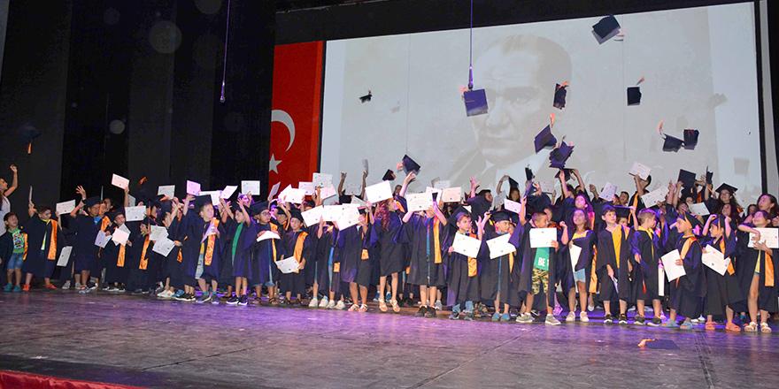 Özay Günsel Çocuk Üniversitesi ilk mezunlarını verdi…