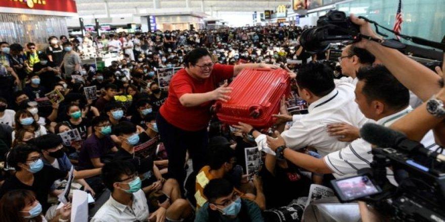 Hong Kong: Protestolar yüzünden dünyanın en yoğun 8. havalimanında check-in işlemleri askıya alındı