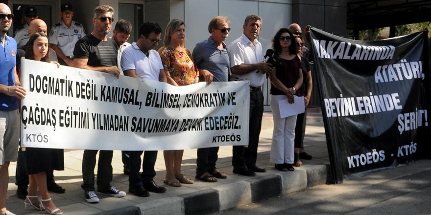 """""""Yakalarında Atatürk beyinlerinde şeriat"""""""