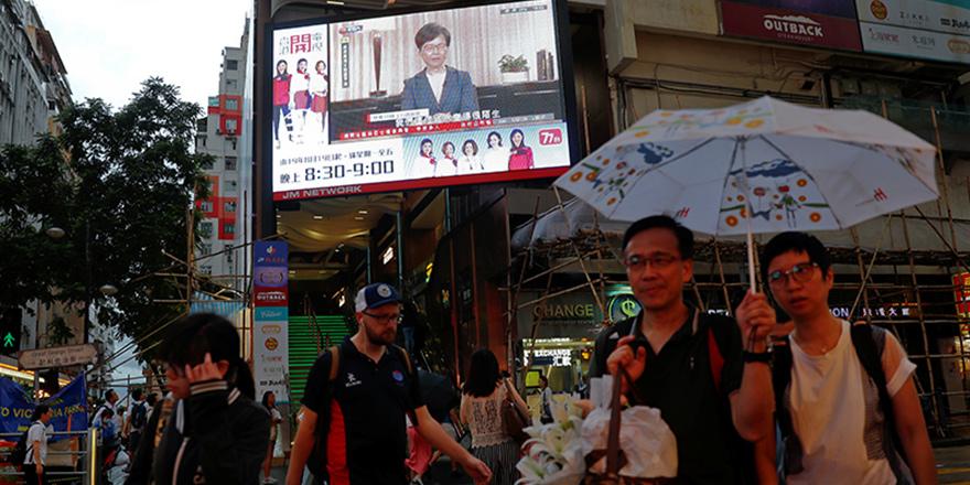 """Hong Kong'da """"Çin'e suçlu iadesi"""" yasası geri çekildi"""