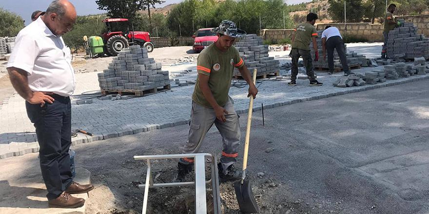 Lefke Belediyesi, Gazi Lisesi'nde çalışmalar yapıyor