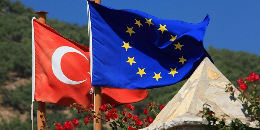 Türkiye'nin önünde yine Kıbrıs düğümü
