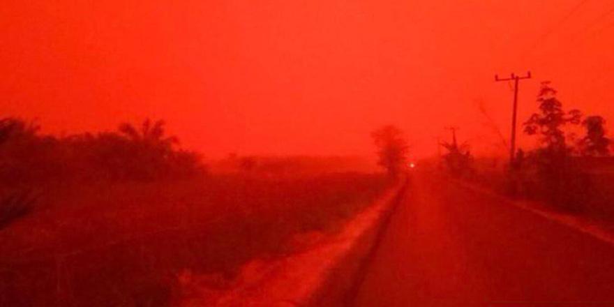 Endonazya'da gökyüzü kırmızıya döndü