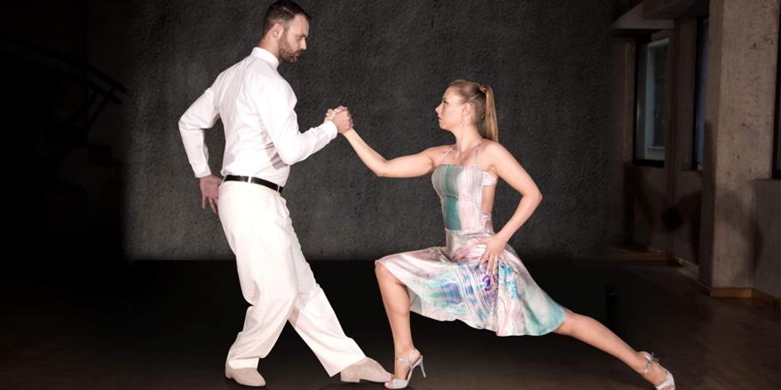 Hayvan Barınağı yararına 2 toplumlu tango