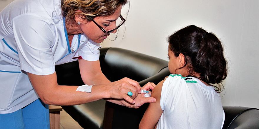 Ezcacılar: Aşı ithaline bu yıl geç kalmayalım